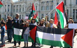 الجاليه الفلسطينيه وأصدقاءها في مدريد يشاركون في عيد العمال