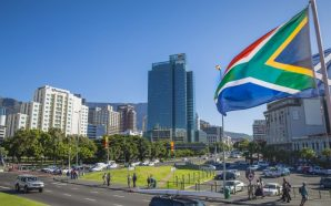 جنوب افريقيا تعلق عضوية مسؤولة بسبب تصريحات مؤيدة لإسرائيل