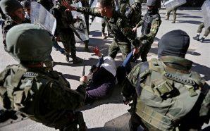 قمع وحشي.. أمن السلطة يعتدي على مسيرات جماهيرية في الخليل…