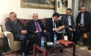 الرئيس محمود عباس يمنح المناضل سمير الهنشل وسام الاستحقاق و…