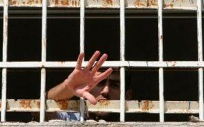 """الأسرى في """"جلبوع"""" وسجون الجنوب يشتكون من الحر الشديد"""