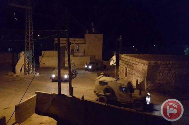 قوات الاحتلال الاسرائيلي تقوم بحملة مداهمات واعتقالات وتخريب منازل في محافظة الخليل