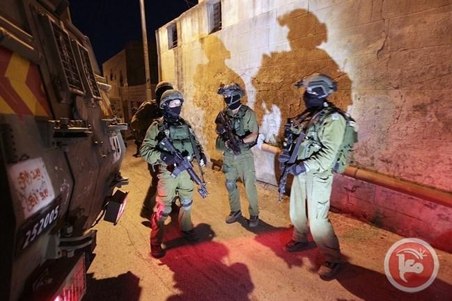 قوات الاحتلال الاسرائيلي تواصل الاعتقالات و الحصار المشد و عمليات الدهم في الخليل