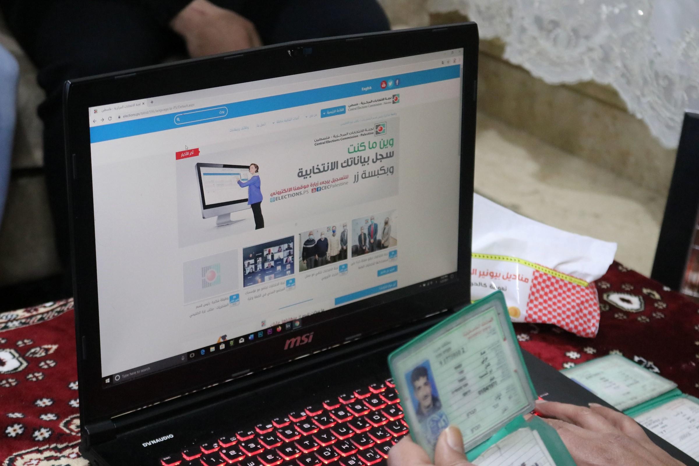 التلاعب في سجل بيانات الناخبين يثير موجة كبيرة من ردات الفعل الشعبية والفصائلية