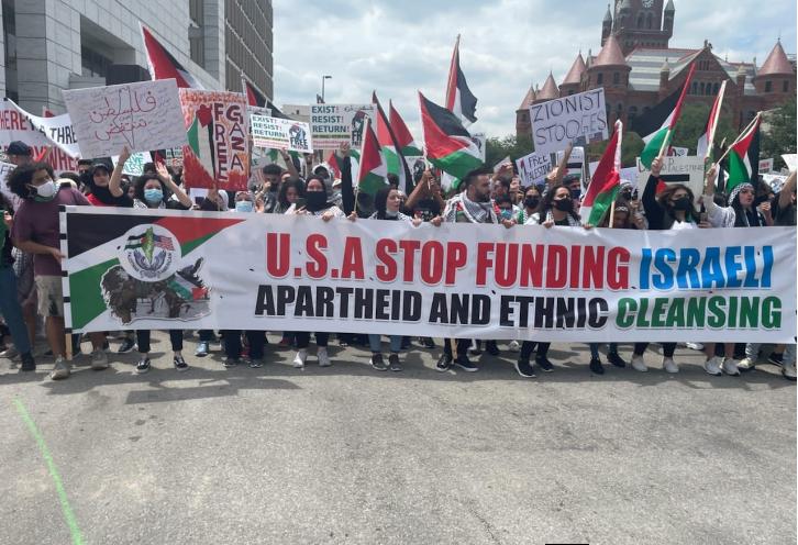 """العشرات يتظاهرون تضامناً مع الأسرى بسجون الاحتلال في """"دالاس"""" الأميركية"""