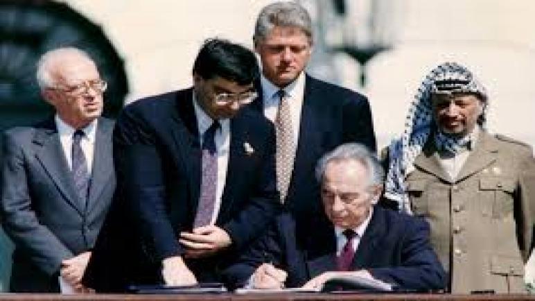 الذكرى ٢٨ لاتفاقية أوسلو الخيانية الكارثية.. اتفاقية العار وسلام الجبناء