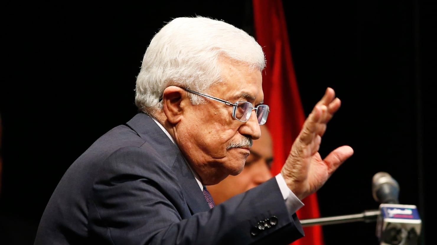 ضغوط دولية وعربية على عباس.. تفاصيل اللقاء مع المبعوث الامريكي