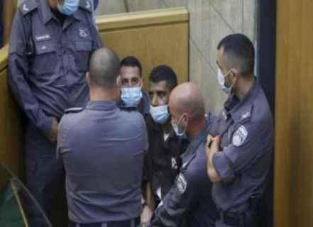 قناة إسرائيلية تنشر لأول مرة محاضر التحقيق مع زكريا الزبيدي: أحدهم أبلغ عنا وارتكبنا خطأ كبير وكان يجب أن نهرب لجنين