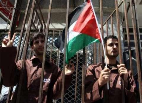 إعلان النفير العام في السجون الإسرائيلية.. مئات الأسرى الفلسطينيون يضربون عن الطعام ويهددون بتصعيد خطواتهم النضالية